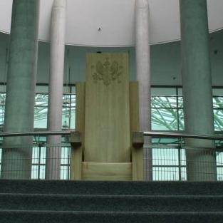 Tron papieski w Bibliotece Uniwersyteckiej w Warszawie